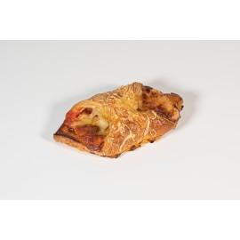 Croissant obert de pernil i formatge amb tomàquet